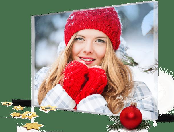 Plexiglass natale landing_esempio donna con guanti e cuffia rossi