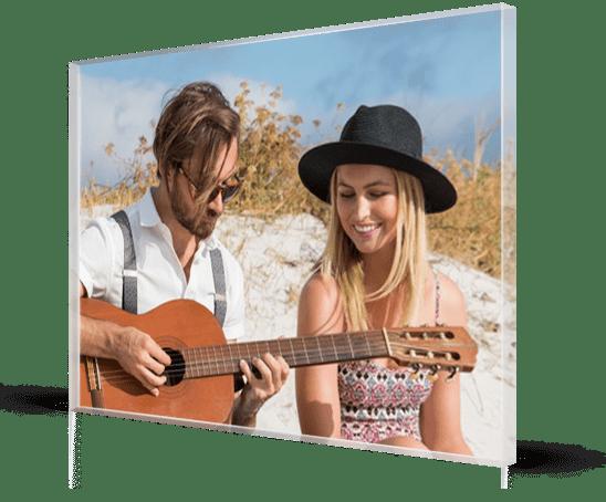 Plexiglass_esempio coppia spiaggia chitarra