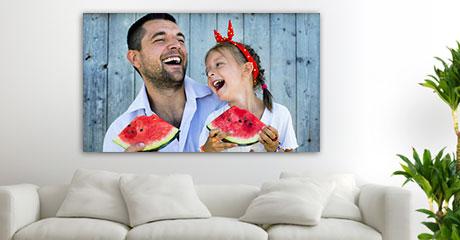 plexiglass vista soggiorno_esempio padre figlia con anguria
